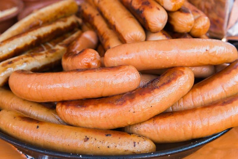 Download Salchichas Asadas A La Parilla Foto de archivo - Imagen de cocinero, cena: 100532864