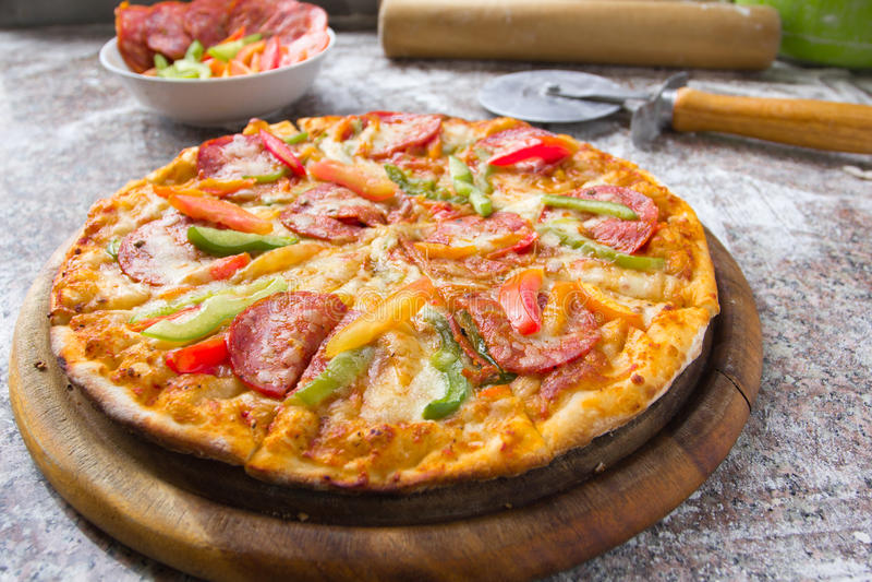 Salchichones de la pizza foto de archivo