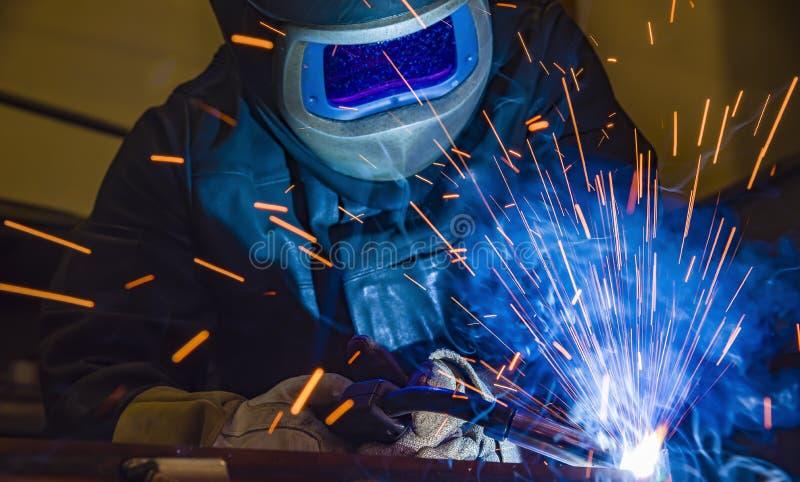 Saldatore d'acciaio industriale in fabbrica tecnica, immagine stock libera da diritti