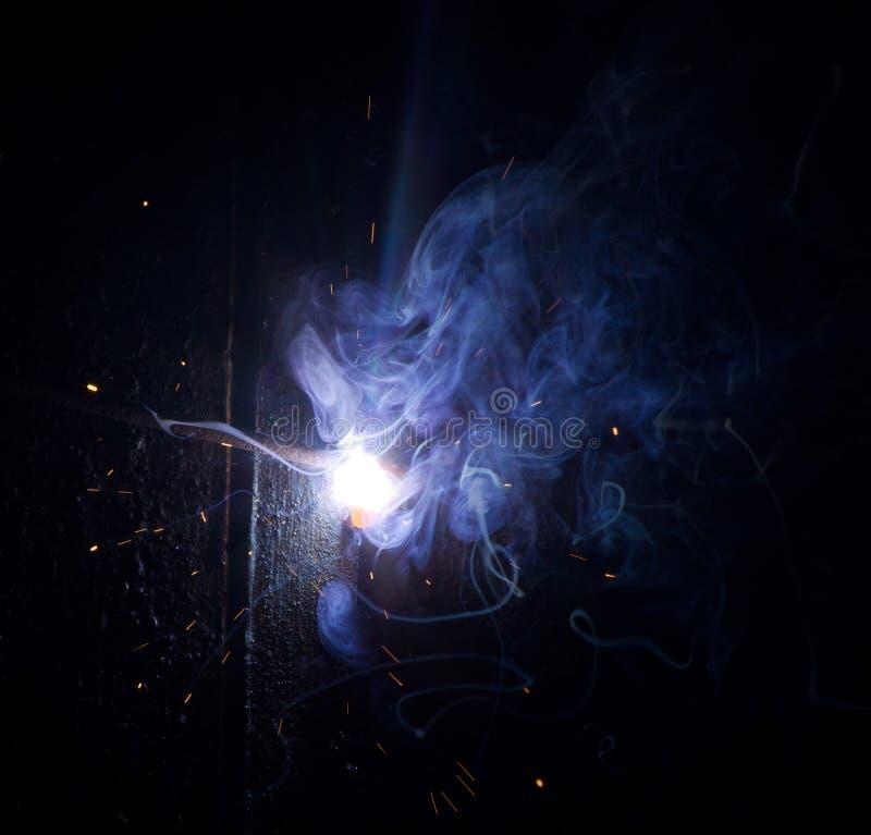 Saldatura di notte immagini stock