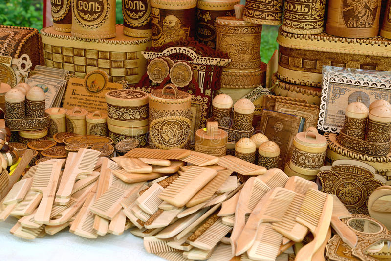 Sale av ekonomiska produkter för trä och björkskäll arkivbilder