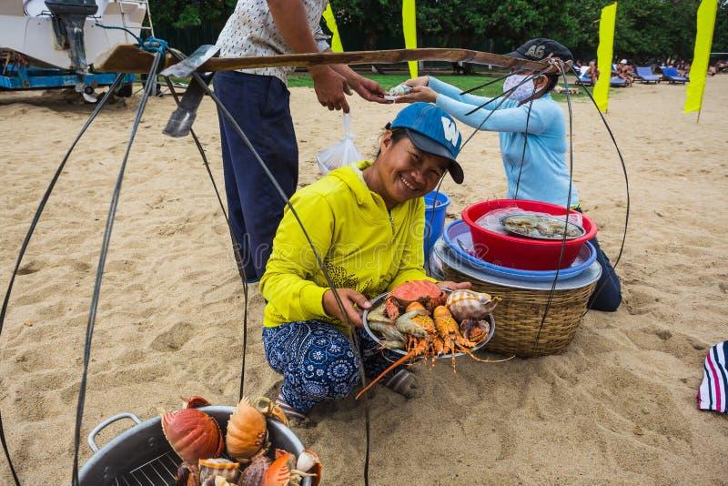 Sale av lagad mat skaldjur på stranden i Nha Trang royaltyfria bilder