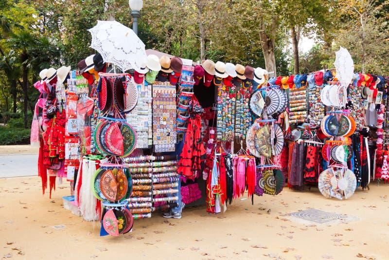 Sale av turist- souvenir i Seville royaltyfria foton
