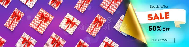Sale femtio procent rabatt Det Opened böjda hörnet av papper, ställde in av gåvaaskar med röda band och pilbågar Annons av försäl royaltyfri illustrationer