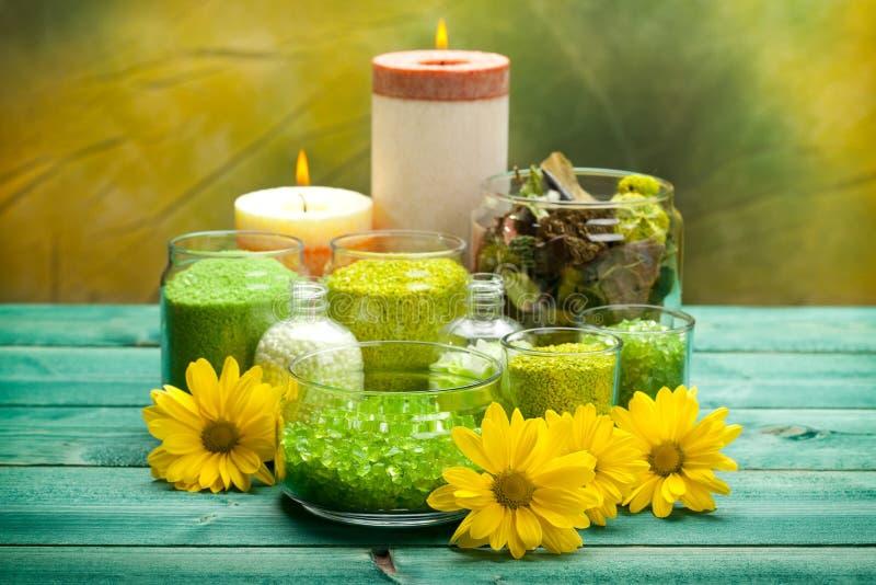 Sale fiori e candele di bagno immagine stock immagine - Candele per bagno ...
