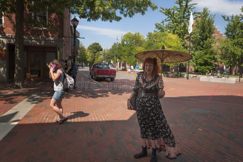 Salem Massachusetts Business Woman Poses para la cámara imágenes de archivo libres de regalías