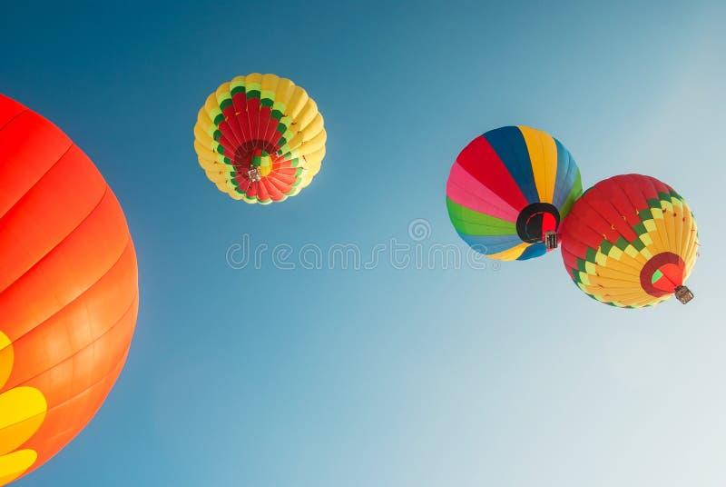 Salendo sui palloni immagine stock