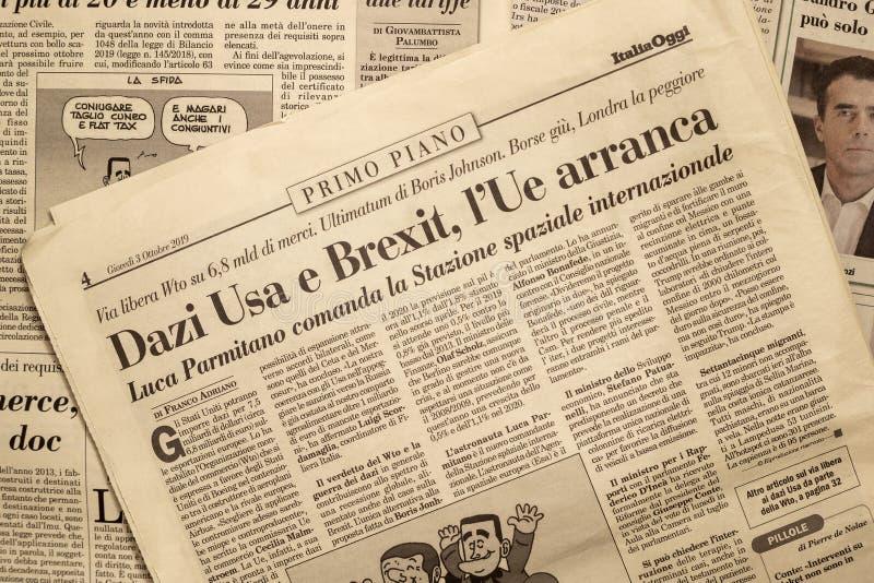 SALERNO, ΙΤΑΛΊΑ - 1 ΝΟΕΜΒΡΊΟΥ 2019: Η σελίδα της ΙΤΑΛΙΑΣ ΣΗΜΕΡΑ μια ιταλική νομική, οικονομική, πολιτική εφημερίδα για ένα κύριο  στοκ φωτογραφίες με δικαίωμα ελεύθερης χρήσης