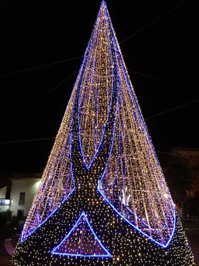 Salerno - albero delle luci di Natale sul lungonmare immagini stock