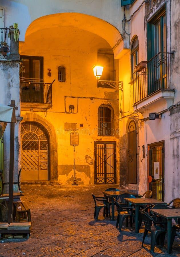 Salerno oude stad bij zonsondergang, Campania, Italië stock afbeeldingen