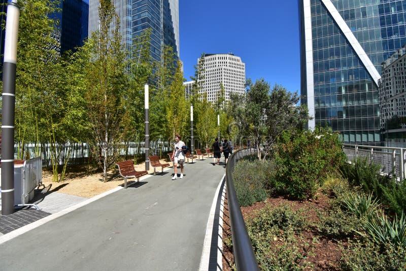 Salesforcepark bovenop het nieuwe Transbay-Doorgangscentrum, 4 stock fotografie
