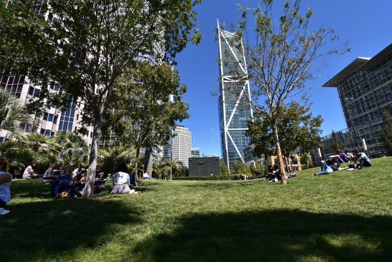 Salesforcepark bovenop het nieuwe Transbay-Doorgangscentrum, 8 stock afbeelding