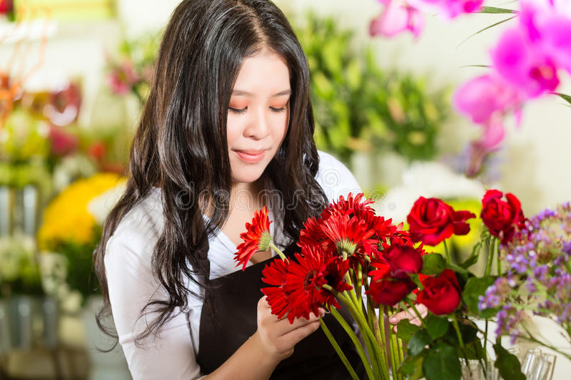 Download Saleswoman In A Flower Shop Stock Photo - Image: 29151020