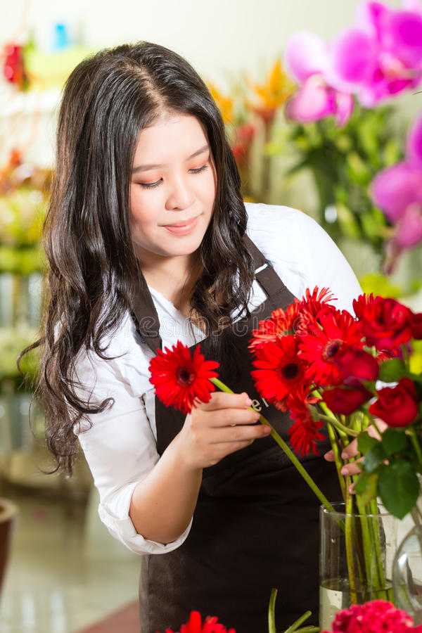 Download Saleswoman In A Flower Shop Stock Photo - Image: 29151030
