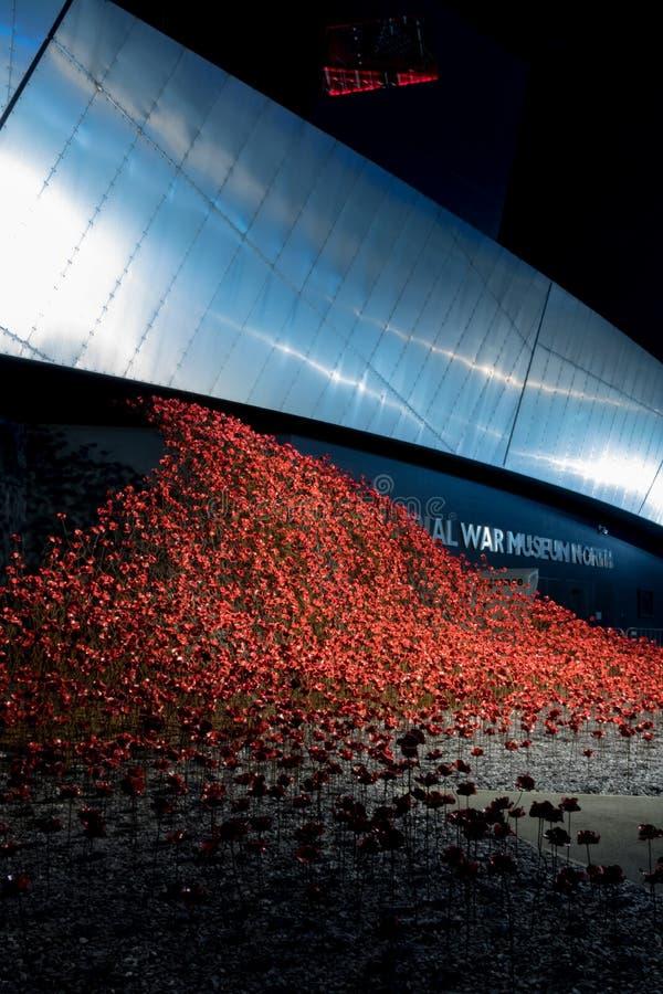 Salfordkaden, Engeland, het UK, 9 Oktober, 2018 een Nachtlandschap die lange blootstelling die van Media City het UK gebruiken be royalty-vrije stock afbeeldingen