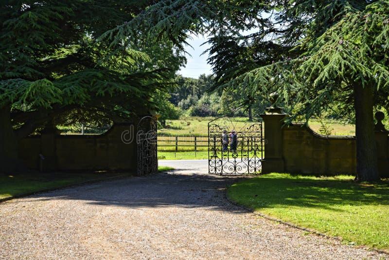 Salga al parque de los ciervos en jardín en la casa de campo hermosa cerca de Leeds West Yorkshire que no sea confianza nacional fotografía de archivo