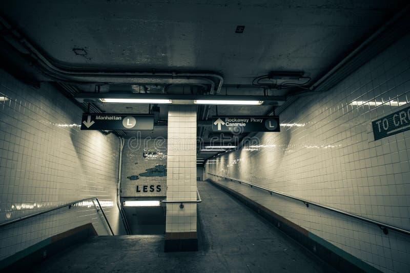 Salida de la entrada de la estación de metro, Brooklyn, Nueva York foto de archivo libre de regalías