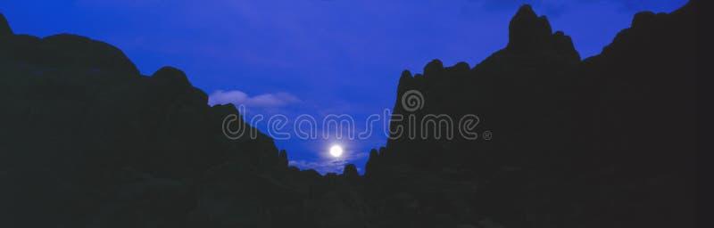 Salida de la luna en las colinas de Alabama fotos de archivo