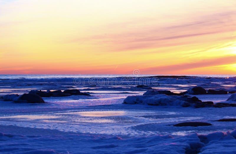 Salida del sol ártica imagenes de archivo