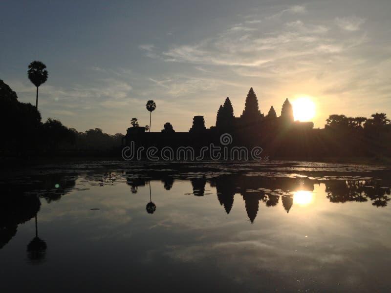 Salida del sol Angkor Wat Cambodia fotos de archivo