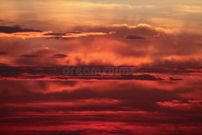 Download Salida Del Sol Antes De La Tormenta De La Caída Imagen de archivo - Imagen de prado, campo: 44858525