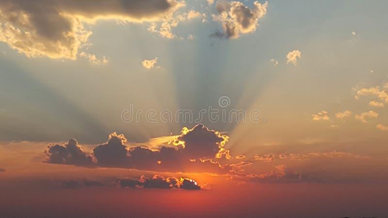 Salida del sol asombrosa foto de archivo