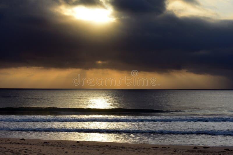 Salida del sol australiana Diamond Beach de la costa costa imagenes de archivo