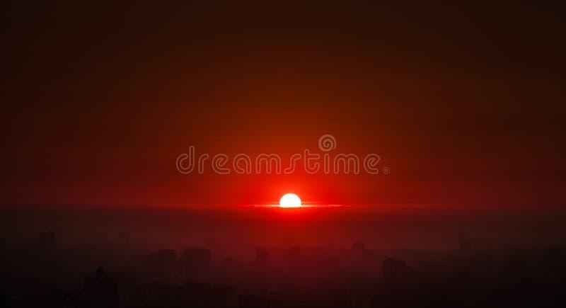 Salida del sol brillante foto de archivo libre de regalías
