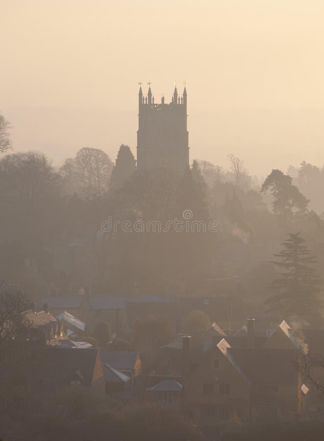 Salida del sol brumosa en saltar Campden, Cotswolds, Gloucestershire, Inglaterra imagen de archivo libre de regalías