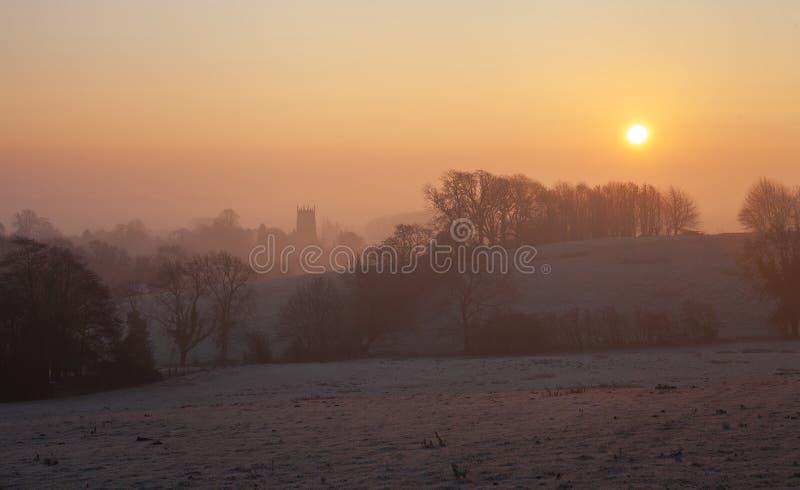 Salida del sol brumosa en saltar Campden, Cotswolds, Gloucestershire, Inglaterra fotos de archivo