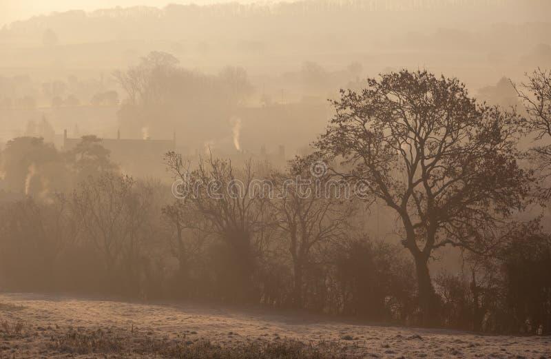 Salida del sol brumosa en saltar Campden, Cotswolds, Gloucestershire, Inglaterra fotos de archivo libres de regalías
