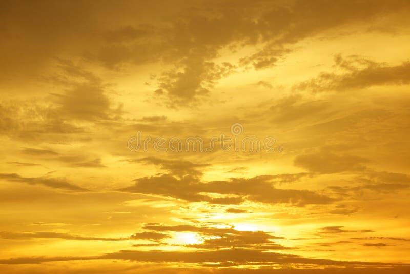 Salida del sol Cloudscapes de la puesta del sol fotos de archivo