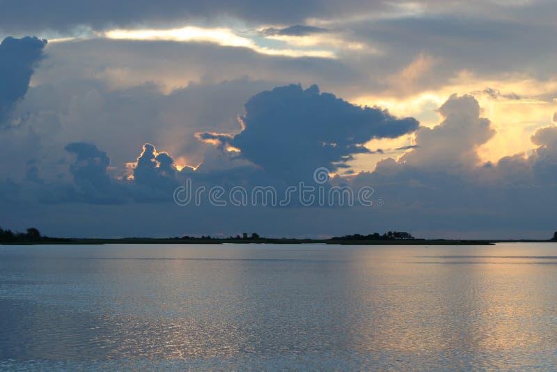 Salida del sol Cocodrie Luisiana fotografía de archivo