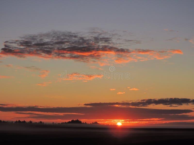Salida del sol colorida, Lituania fotografía de archivo libre de regalías