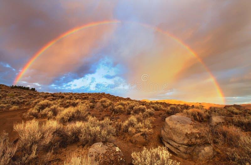 Salida del sol completa del arco iris foto de archivo libre de regalías