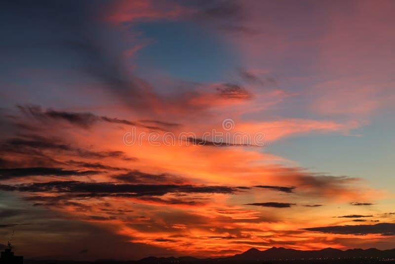 Download Salida Del Sol Con El Cielo Hermoso Foto de archivo - Imagen de energía, inferior: 42442044