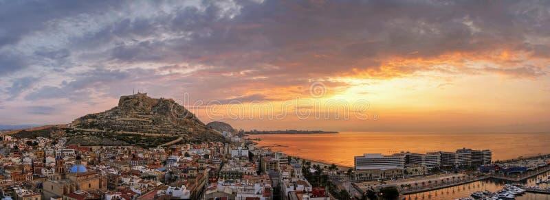 Salida del sol de Alicante imagenes de archivo