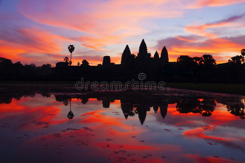 Salida del sol de Angkor Wat foto de archivo libre de regalías