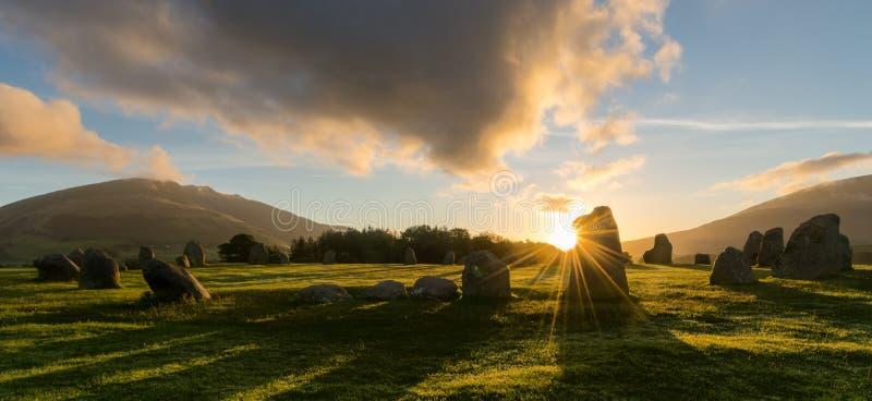 Salida del sol de Castlerigg, Keswick, distrito del lago, Reino Unido foto de archivo libre de regalías