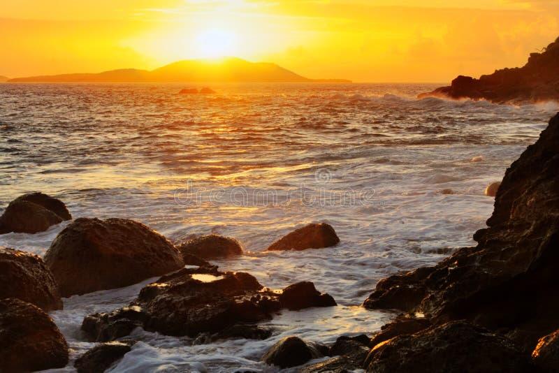 Salida del sol de la isla fotografía de archivo libre de regalías