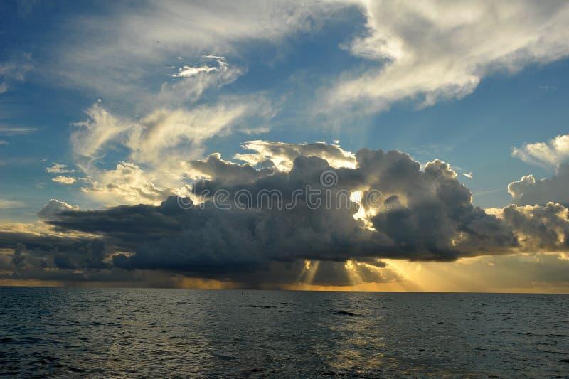 Salida del sol de la madrugada sobre Miami Beach fotos de archivo