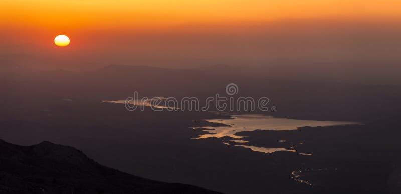 Salida del sol de la montaña del nemrut fotos de archivo