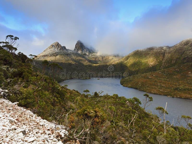 Salida del sol de la nieve de la montaña de la cuna imagen de archivo