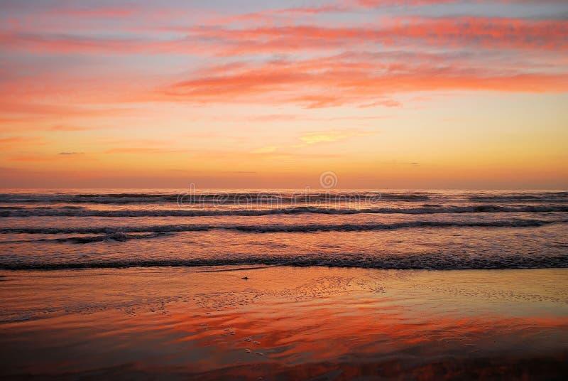 Salida del sol de la playa fotos de archivo
