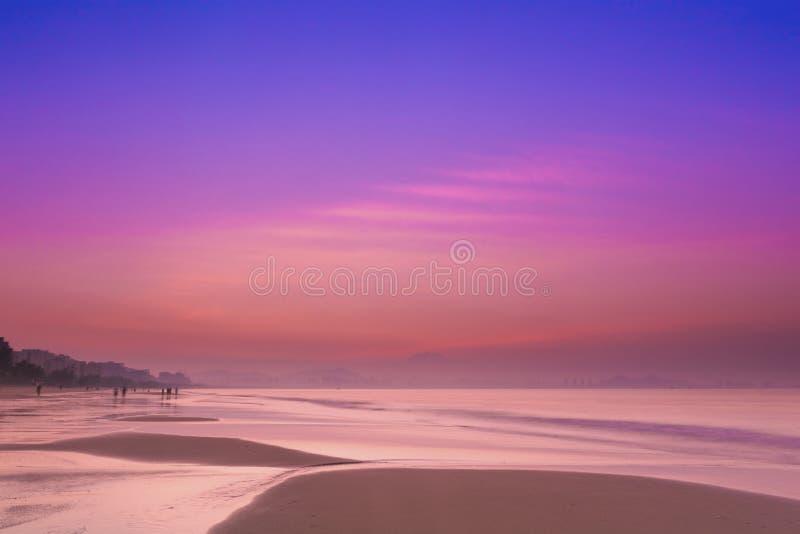 Salida del sol de la playa de Hainan Sanya imágenes de archivo libres de regalías