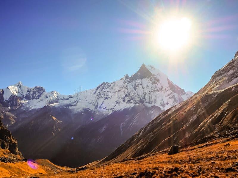 Salida del sol de Nepal foto de archivo