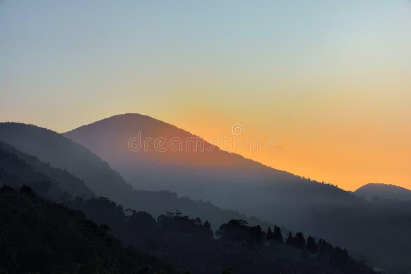 Salida del sol de niebla del valle imágenes de archivo libres de regalías
