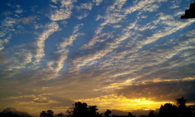 Salida del sol de oro fotos de archivo libres de regalías