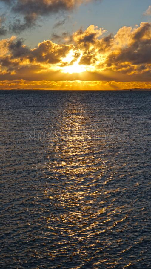 Salida del sol de oro del invierno fotos de archivo libres de regalías