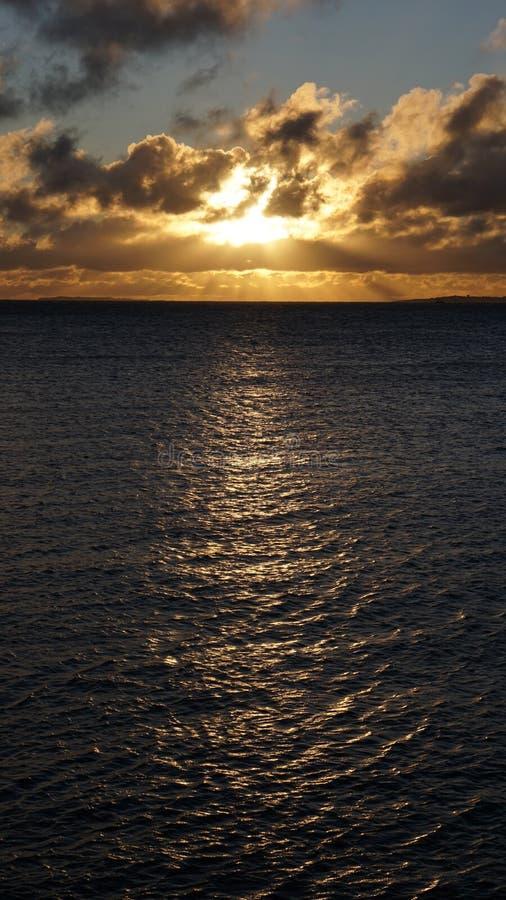 Salida del sol de oro del invierno fotografía de archivo